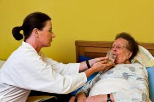 Wenn die Eltern zum Pflegefall werden – Bedrohung für die Beziehung?