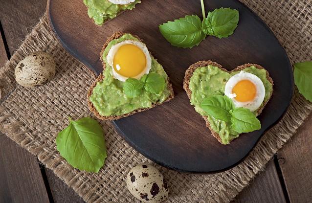 Sandwich mit Avocado und Ei
