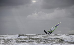 Windsurfer bei stürmischen Wetter